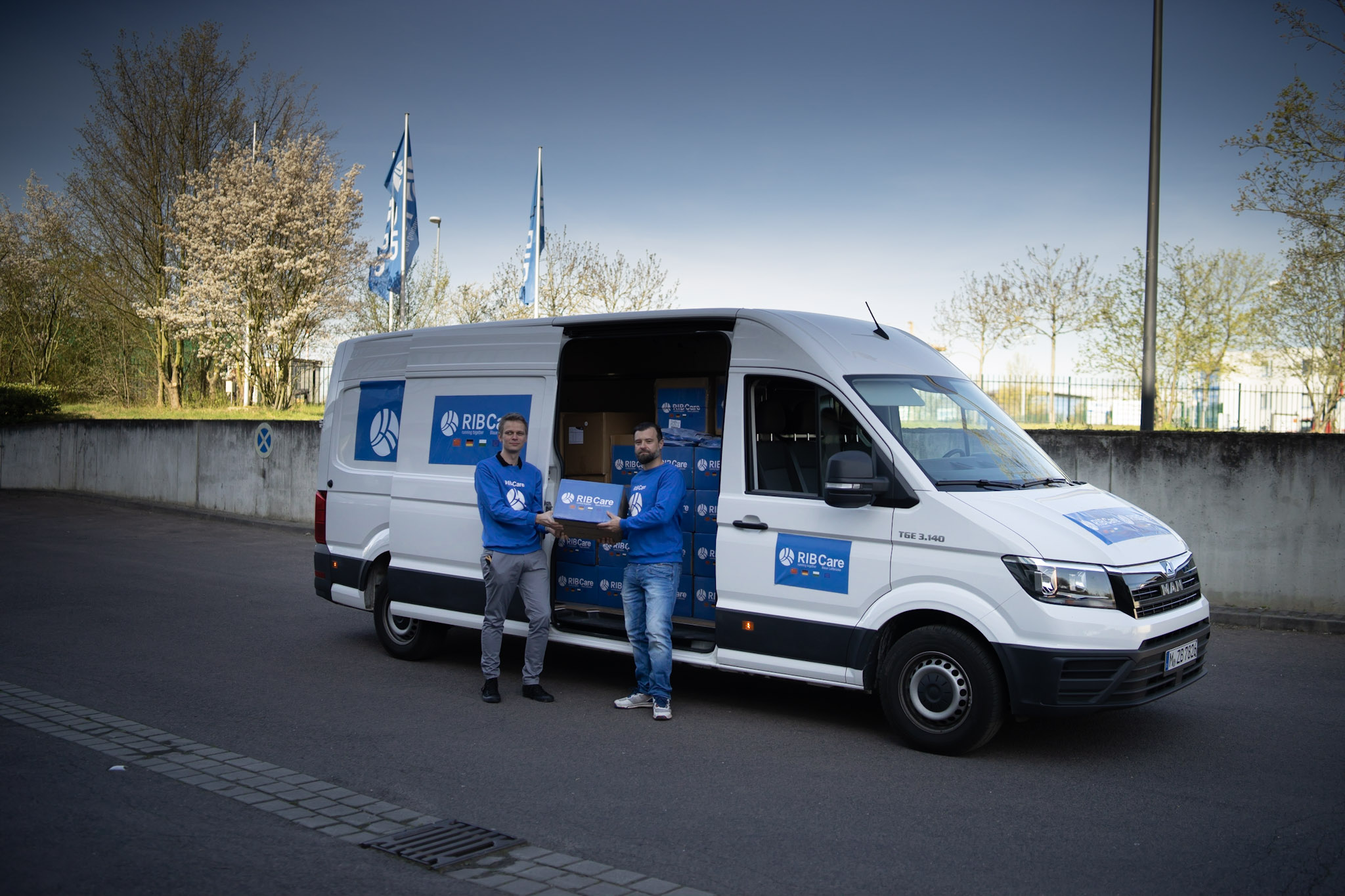 The donation transporter with medical equipment reaches us in Germany